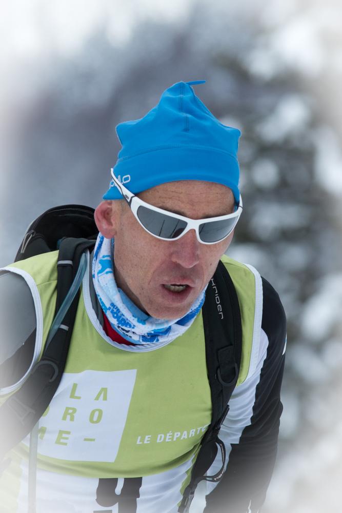 Claude G. concentré sur la course.