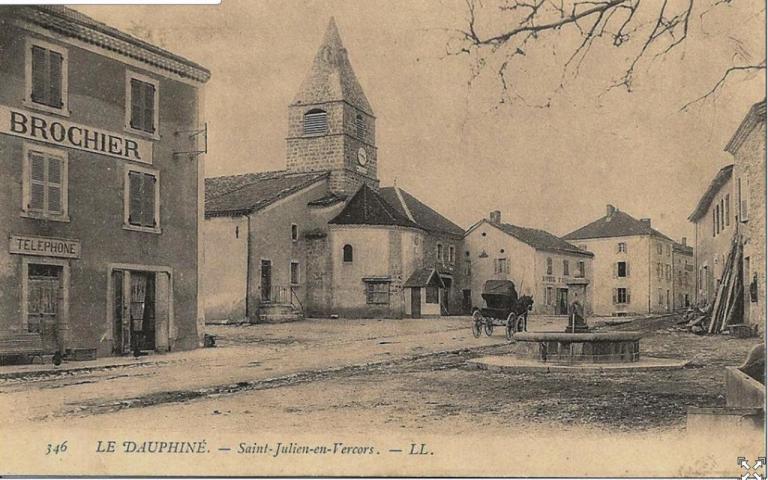 St Julien café brochier eglise
