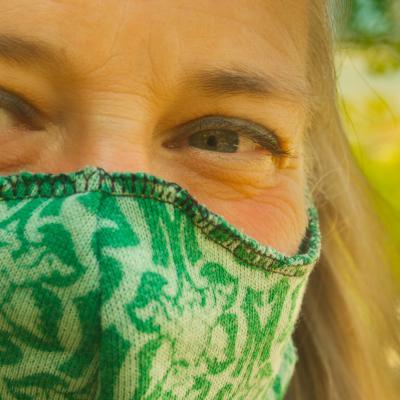 Vertaco masquée (détail du masque maison)