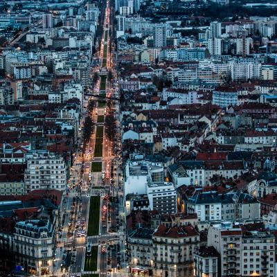 LA grande avenue de Grenoble; Plus longue que les champs élysées!