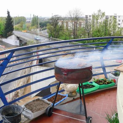 barbecue sur le balcon