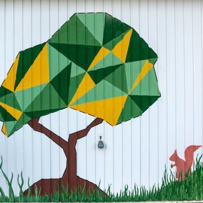 porte du garage décorée par Maria