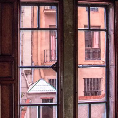 qui se cache derriere les fenêtres