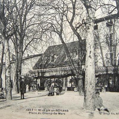 Saint Jean en Royans Place du champ de Mars