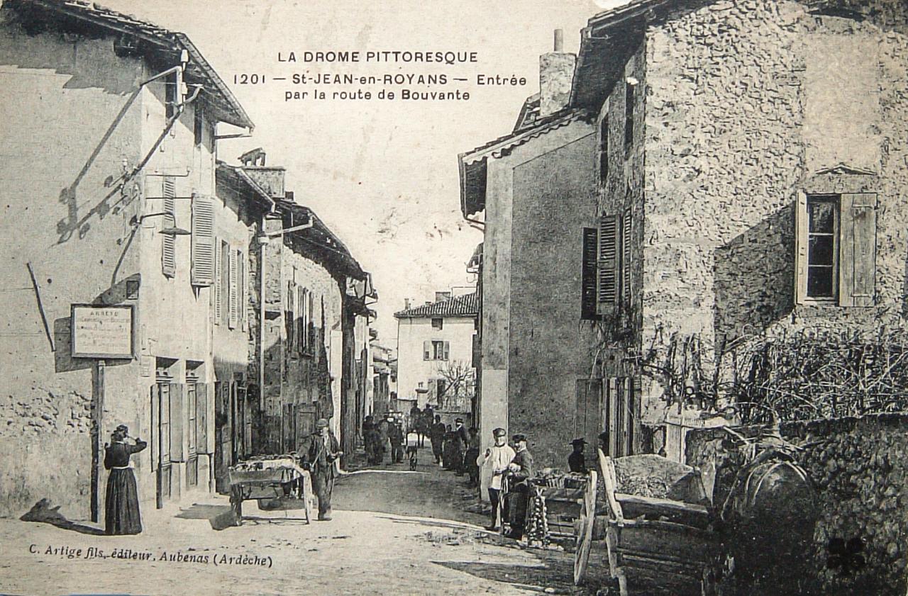 Saint Jean en Royans Entrée par la route de Bouvante