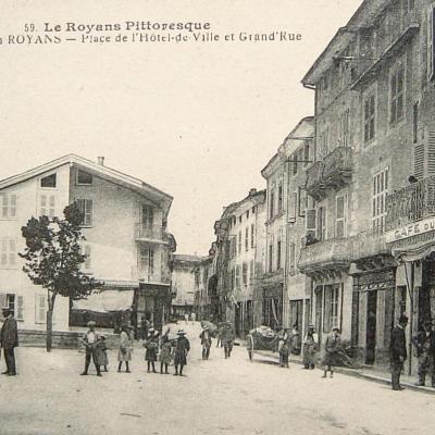 Saint Jean en Royans Place de l'hôtel de ville et Grand'Rue
