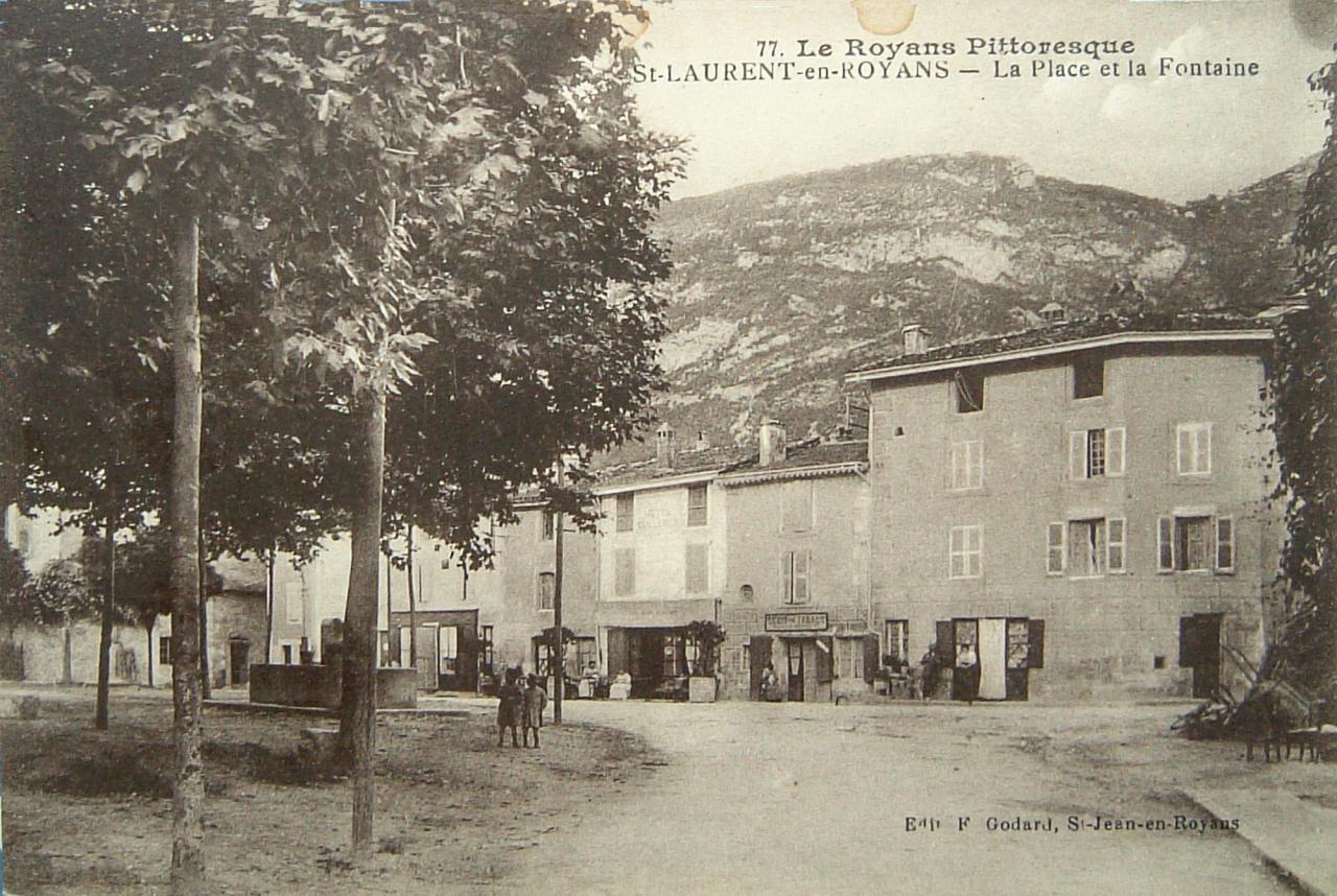 Saint Laurent en Royans La place et la fontaine