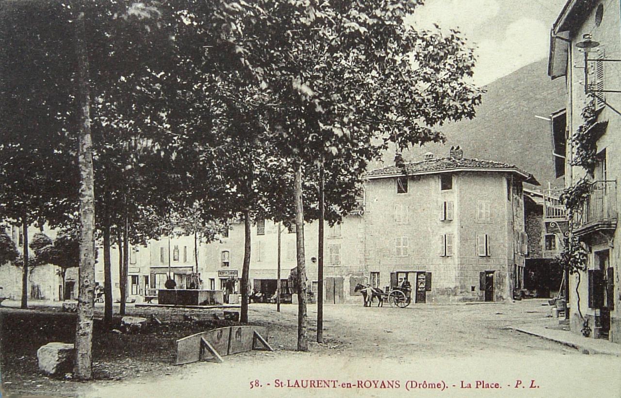 Saint Laurent en Royans La place