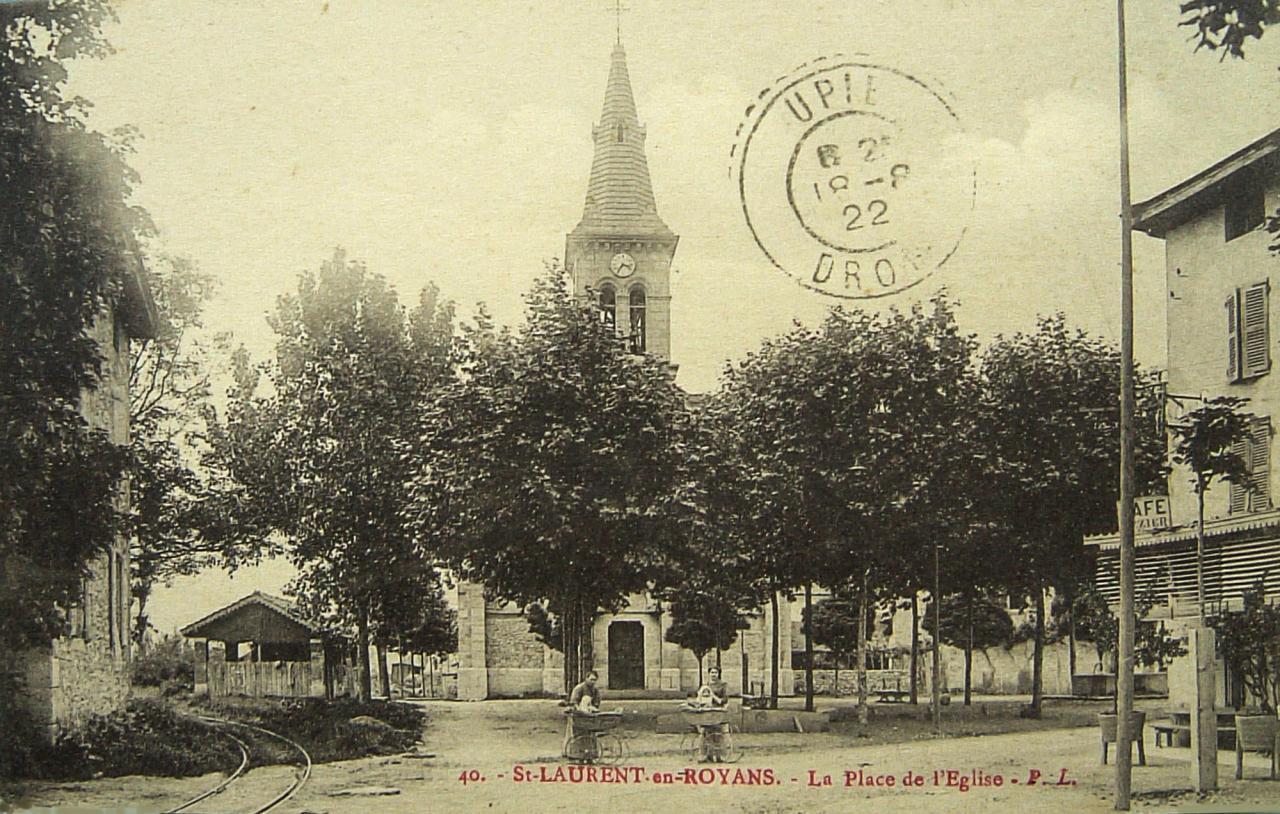 Saint Laurent en Royans La place de l'église