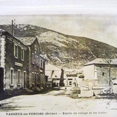 Entrée du village et les écoles à Vassieux en Vercors